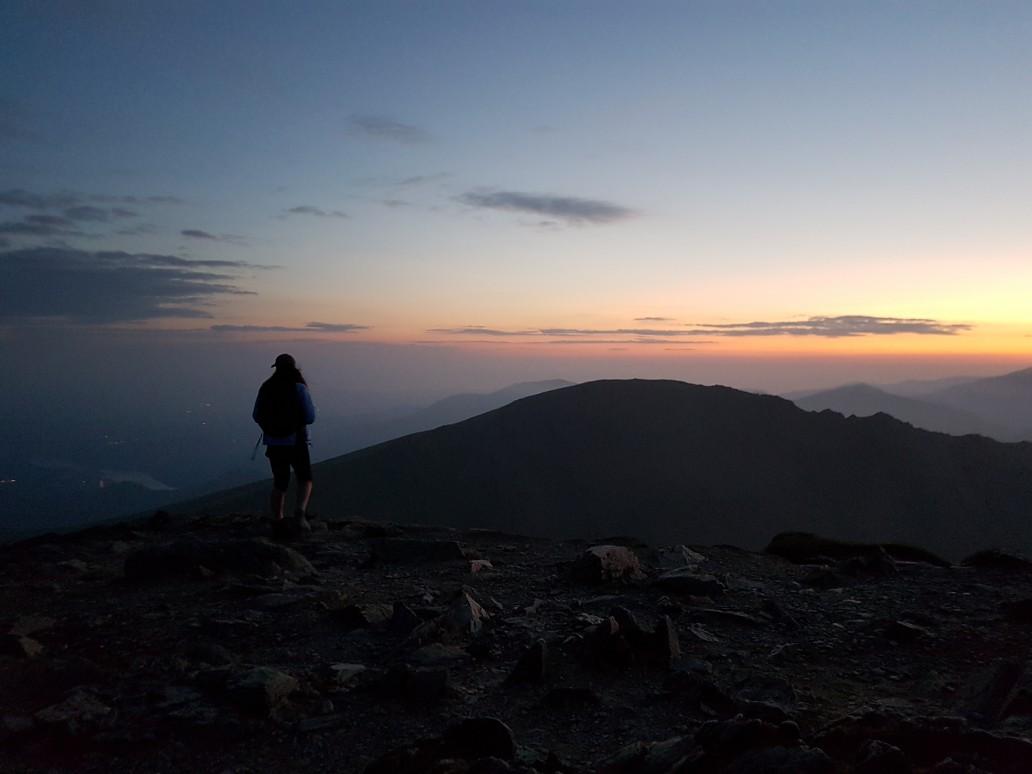 http://bencalder.co.uk/assets/gallery/blog-30/snowdon-24hr-challenge-sunrise_thumb.jpg