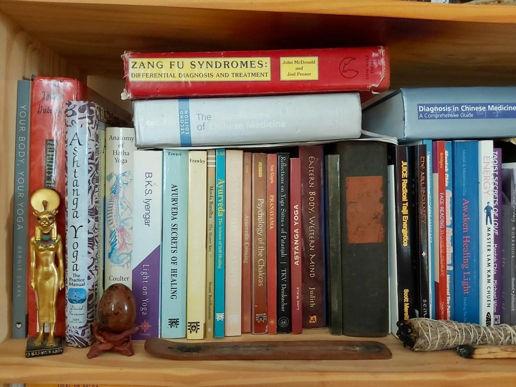 http://bencalder.co.uk/assets/gallery/blog-30/yoga-books-1_thumb.jpg